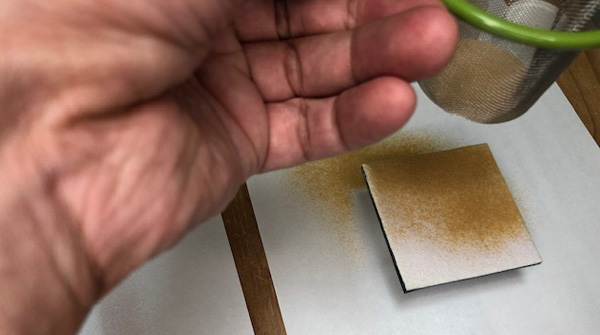 ガラスパウダーを3層重ねる